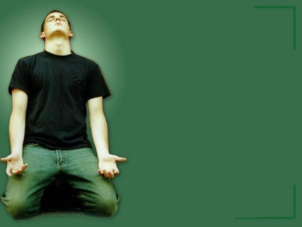 hombre orando