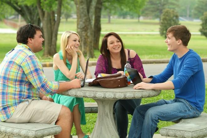 students-703003_1280-660x441 (relaciones humanas)